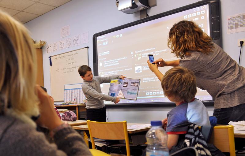 Interdiction du téléphone portable à l école et au collège   La Voix ... cf4be2fc249
